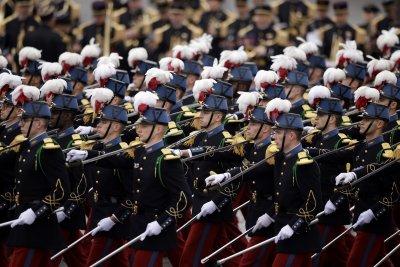 Франция отбелязва Деня на Бастилията с парад (Снимки)