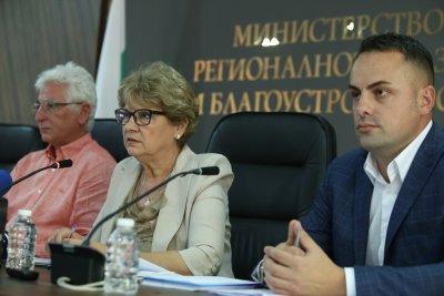 """Министър Комитова: Няма да спираме строежа на АМ """"Хемус"""""""