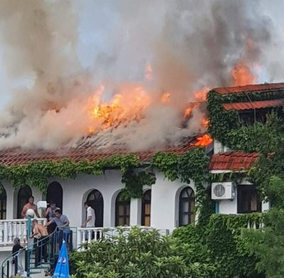Нападнаха екипа на БНТ, който снима пожара в хотел в Созопол