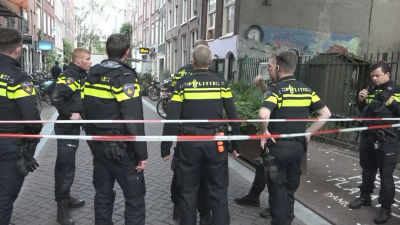 Трима арестувани след стрелба срещу известен разследващ журналист в Амстердам