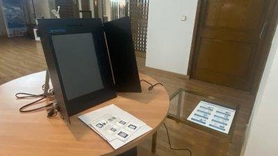 От нашите пратеници в Мадрид: Изборният ден започна с около 15 минути закъснение