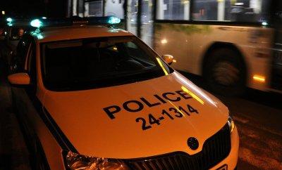 Полицаи и охранител пострадаха след нападение от журналисти?