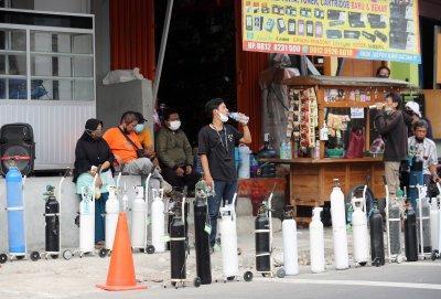 Индонезия удължава ограниченията заради нова вълна на COVD-19