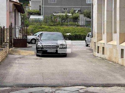 Антикорупционната комисия влезе в община Хаджидимово заради лимузина на кмета
