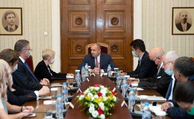 """България е домакин утре на инициативата """"Три морета"""""""