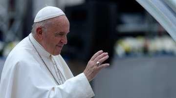Кръвните тестове на папата са добри и се възстановява след операцията