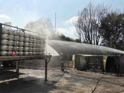 Опасност от взрив е предотвратена в асфалтова база до Долна Диканя (СНИМКИ)