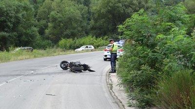 Двама души загинаха при тежка катастрофа на Подбалканския път