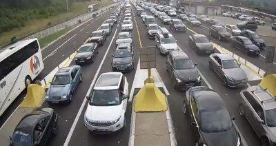"""21 000 леки автомобила са преминали през ГКПП """"Калотина"""" през почивните дни"""
