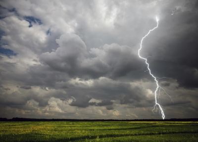 Предупреждение за валежи, гръмотевични бури и градушки в 3 области