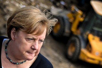 Меркел посети пострадалите от наводненията райони (СНИМКИ)