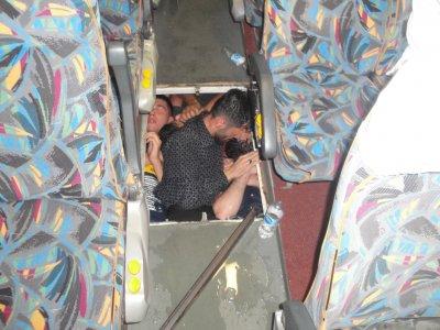"""Задържаха шестима незаконни имигранти в микробус на """"Капитан Андреево"""" (Снимки)"""