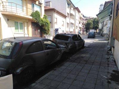 Два пожара нанесоха щети на коли в Благоевград