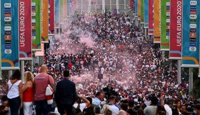 Еуфория в Лондон малко преди финала на Евро 2020 (Снимки)