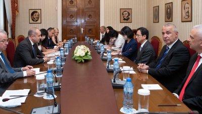 Радев обсъди японските инвестиции в България с посланик Хироши Нарахира