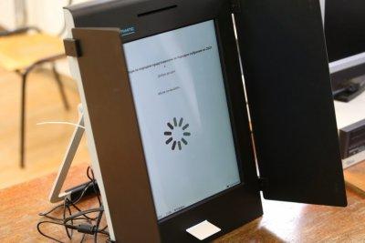 С 1 час се забави започването на гласуването в секция в Бургас