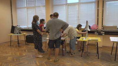 Все още продължава предаването на изборните книжа във Велико Търново