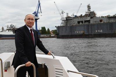 Русия чества Деня на военноморските сили (Снимки)