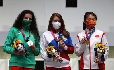 Стефка Костадинова поздрави сребърната ни медалистка от Токио