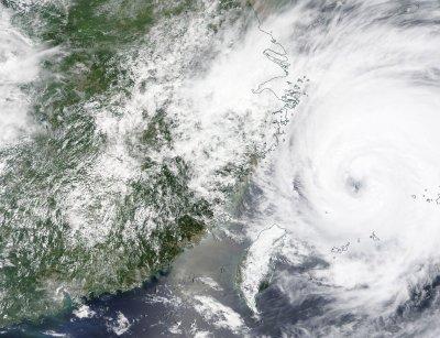 Китай се подготвя за тайфуна Ин-Фа