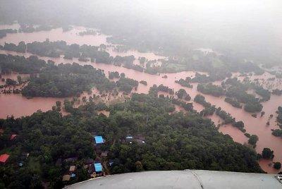 Наводнения и свлачища взеха жертви в Индия