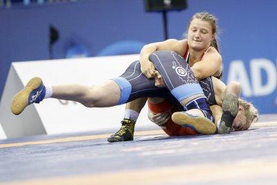 Софи Тенева завоюва среброто на Световното по борба за кадетки