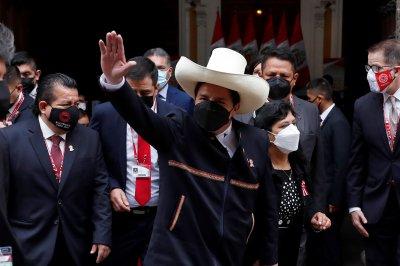 Педро Кастильо положи клетва като президент на Перу