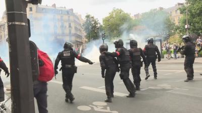 """Демонстранти хвърляха """"Молотов"""" в Атина, хиляди протестираха и в Италия"""