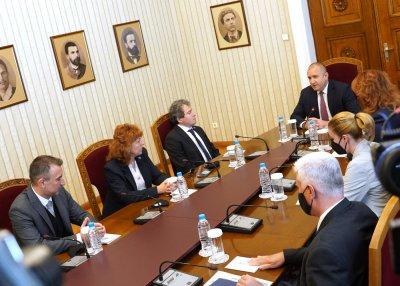 Президентът проведе консултации с партиите преди да връчи първия управленски мандат (ОБЗОР)