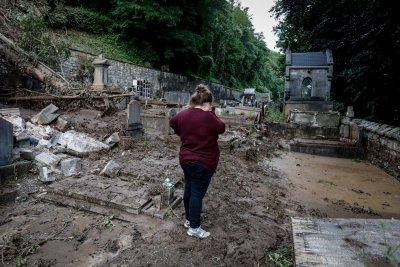 Наводнения във Великобритания и Белгия