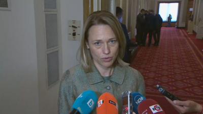 Ива Митева предлага отмяна на лятната ваканция на депутатите