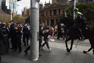 Протести срещу мерките и затварянето на градове в Австралия