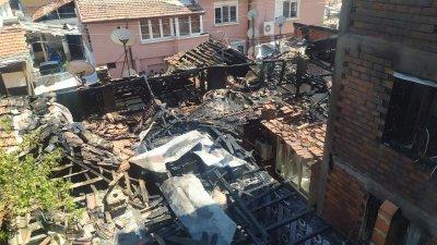 Къща горя в Пловдив, жители пречеха на гасенето