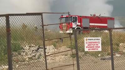 Продължава да гори пожарът в гората над Твърдица