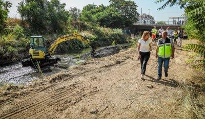 Столичната община почиства над 50 км речни корита