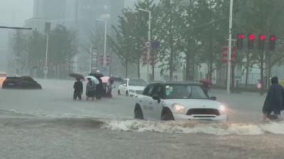 Най-малко 25 души са загинали при наводненията в Китай