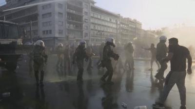 Сблъсъци в Атина: Хиляди протестираха срещу задължителните ваксини