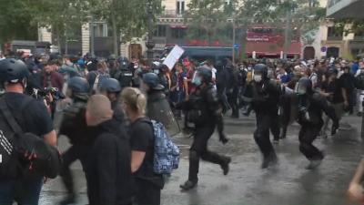 Протести във Франция: Недоволство срещу затягане на мерките срещу COVID-19