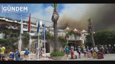Евакуираха местни жители и туристи заради пожарите в Турция