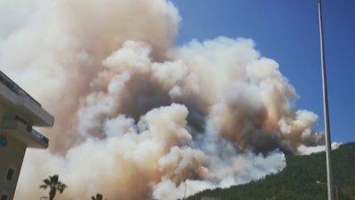 Няма данни за пострадали българи при пожара в Анталия