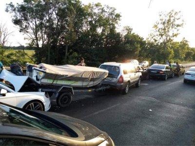 Верижна катастрофа с 5 автомобила и моторна лодка край Бургас