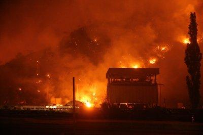 """Овладян е пожарът, който застрашаваше ТЕЦ """"Милас"""" в Югозападна Турция"""