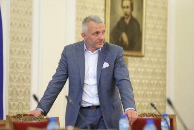 Хаджигенов: Връчването на мандата е нелегитимно, защото Слави Трифонов няма право да предлага кандидат за премиер