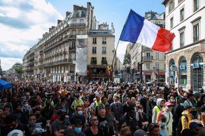 Хиляди се включиха в протест срещу по-строги ковид мерки във Франция