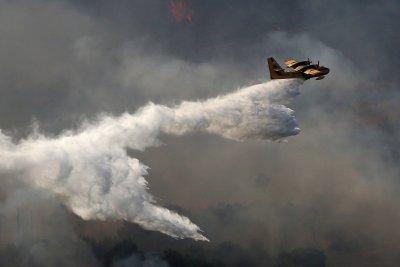 Гърция и Турция продължават борбата с пожарите
