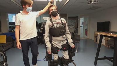 Роботизиран скелет помага в движението на хора с увреждания