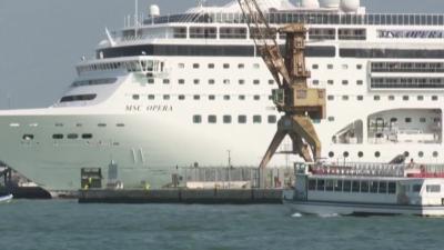 Забрана за влизане на големи круизни кораби във Венеция