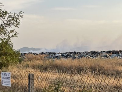 Гори депото за битови отпадъци в Карлово