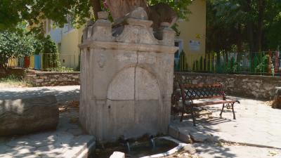 Реставрират емблематична чешма в Асеновград