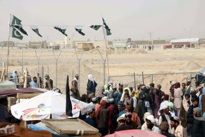Евакуират чуждестранни граждани от Афганистан, след като талибаните превзеха Кабул